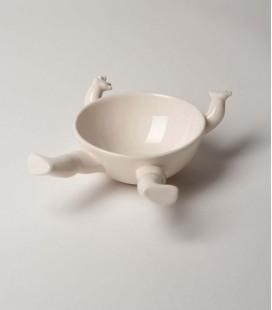 Bol de cerámica con brazos y piernas