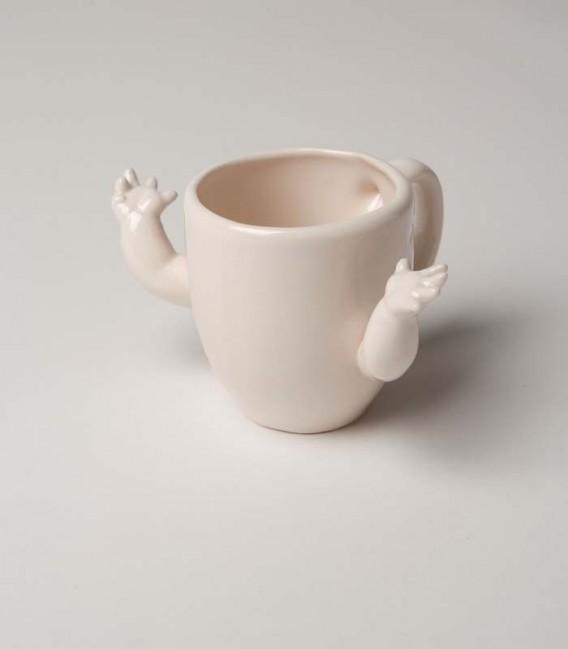 Taza de cerámica con brazos
