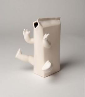 Jarrón de cerámica caja de leche con brazos y piernas