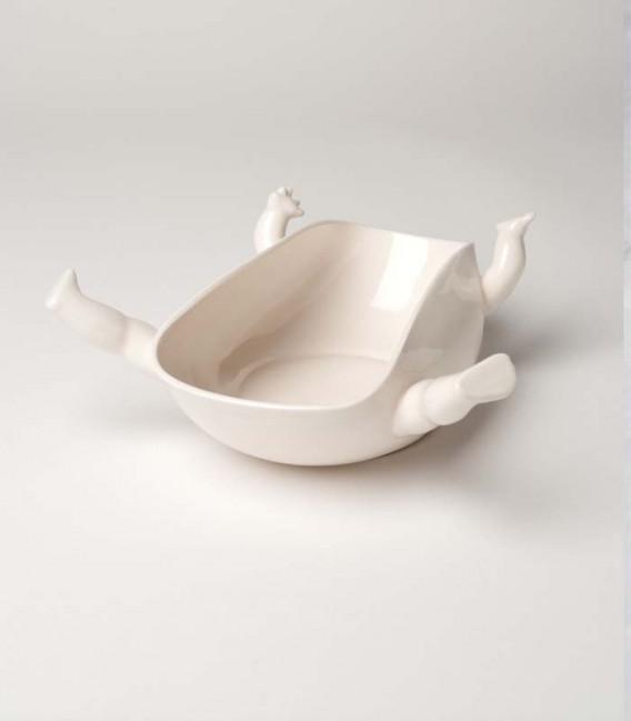 Fuente de cerámica con brazos y piernas