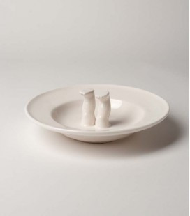 Plato de cerámica grande con piernas dentro