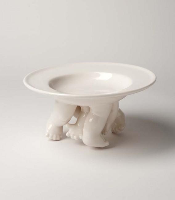 Grande assiette en céramique avec jambes et bras dehors