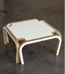 Sofisticada mesa de café en abedúl