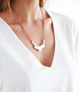 Collar de plata y cordón de cuero de diseño moderno DOBLE ARCO