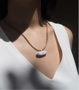 Colgante de plata y magnesita con cordón de cuero para mujer MARBLE