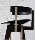 Cómodo y escultural taburete negro