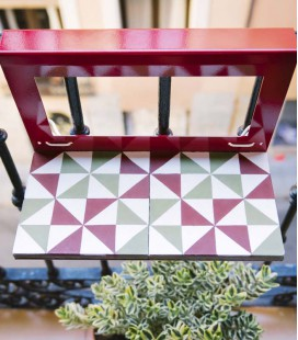 Elégante table de balcon en mosaïques hydrauliques - Manuela la portugaise