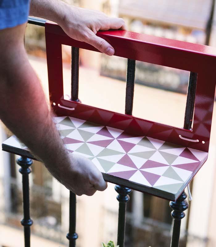 Mesita colgante para balc n con mosaicos hidra licos - Mesa colgante para balcon ...