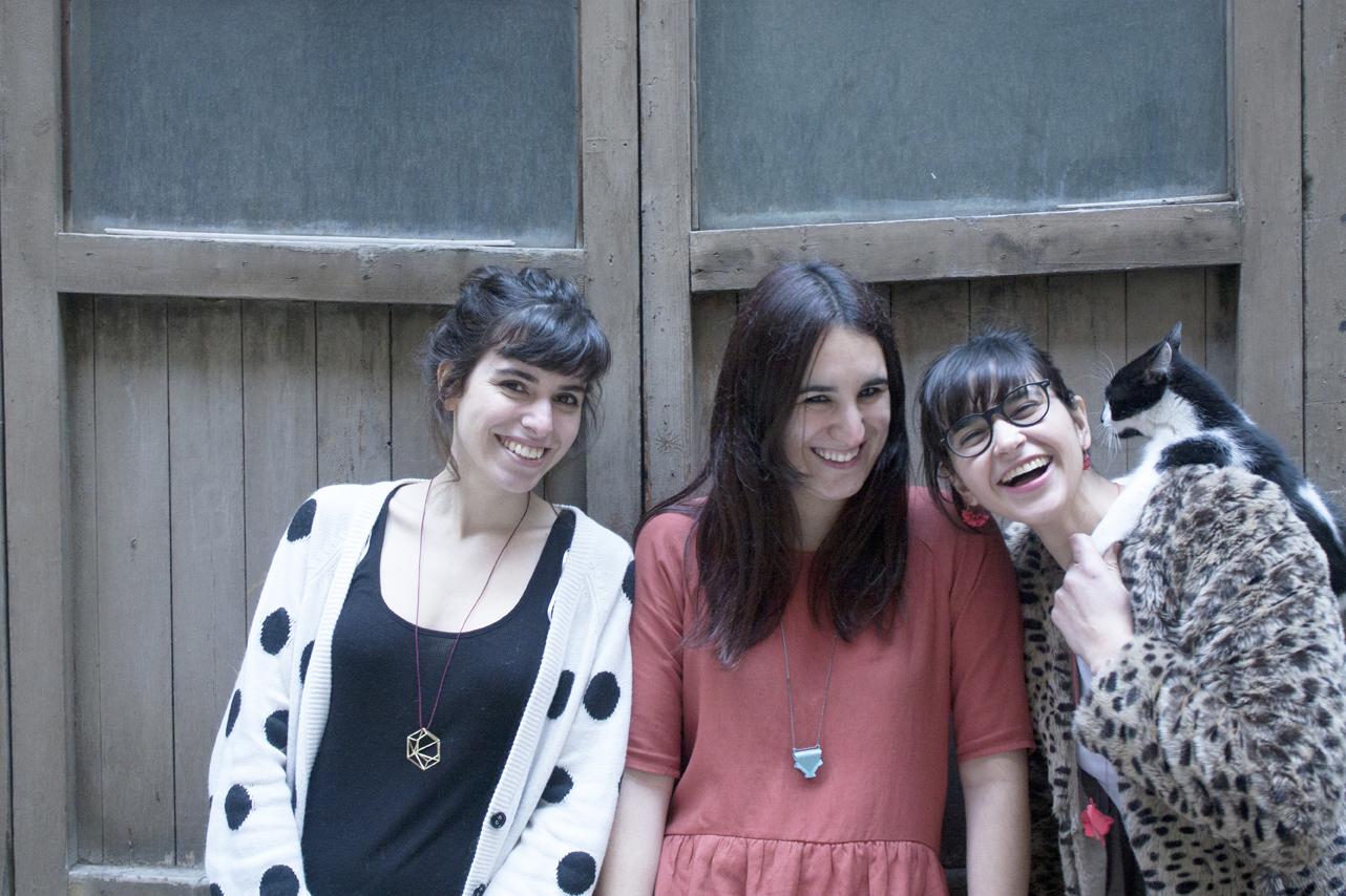 Laia Adsuara, Maria Lóbez & Pamela Pérez - Amalia Vermell